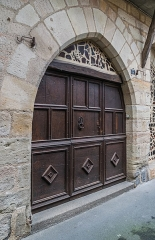 Maison gothique - English: Door of the building at 5 rue Laurière in Figeac, Lot, France