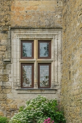 Domaine de Montal - English: Window of the Castle of Montal in Saint-Jean-Lespinasse, Lot, France