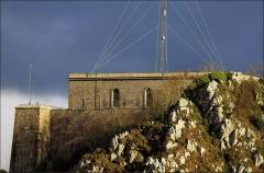 Batterie d'artillerie du Roule - Français:   Batterie du fort du Roule