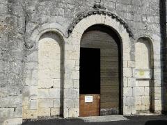 Eglise Saint-Christophe - Français:   Le portail occidental de l\'église Saint-Christophe de Vindelle, Charente, France.