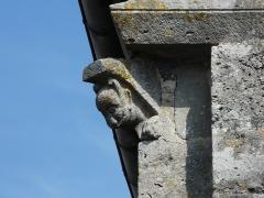 Eglise Saint-Christophe - Français:   Modillon à l\'angle nord de la façade occidentale, église Saint-Christophe de Vindelle, Charente, France.