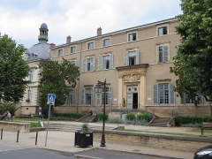 Ancien parlement de la Dombes dit également tribunal d'instance ou palais de justice - This building is indexed in the Base Mérimée, a database of architectural heritage maintained by the French Ministry of Culture,under the reference PA01000017 .