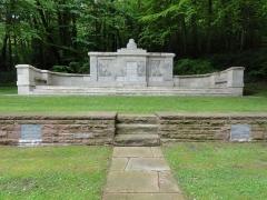 Cimetière militaire allemand - English: Veslud (Aisne) Cimetière militaire allemande: Le monument de la 50ème division d'infanterie, monument historique