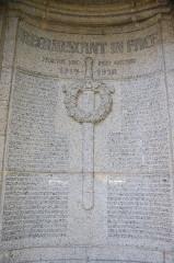 Monument du cimetière militaire allemand - Deutsch: Deutscher Soldatenfriedhof Saint Quentin, Detail des Monuments