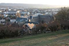 Hôtel Dieu - Français:   L\'Hôtel-Dieu (ancien hôpital) de Château-Thierry, vu du vieux château.