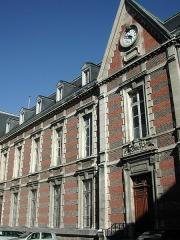 Hôtel Dieu - English:   The Hôtel-Dieu (literally \