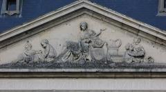 Hôtel de ville - Français:   Photographie représentant le fronton de la façade avant de l\'Hôtel de Ville de Soissons.