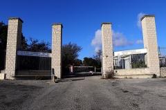 Observatoire de Haute-Provence - English: Entry gate for the observatory of Haute Provence seen from the road