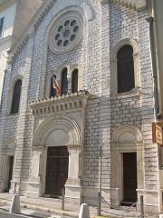 Synagogue ou temple israélite -  La façade de la synagogue de Nice (France) dans le centre de la ville.