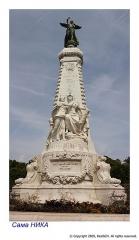 Monument du centenaire de la réunion à la France situé dans le jardin Albert Ier - Deutsch: Senkrecht Panoramabild aus 3