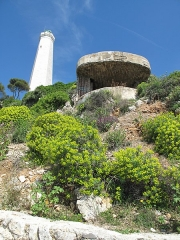 Phare du Cap Ferrat - English: Lighthouse and blockhauss at the end of the presqu'isle of Cap-Ferrat, Alpes-Maritimes, France.