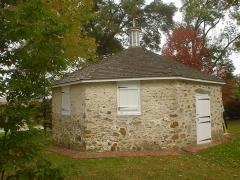 Villa Schmitz - English: Octagonal school in Newtown Sq, PA (Dunwoody).