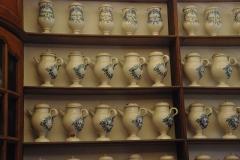 Ancien Hôtel Dieu, actuellement résidence Hector d'Ossun - Français:   Pharmacie: pots en faïence.