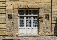 Ancien hôtel de Ricard (Ecole Saint-Louis) - English: Hôtel de Ricard in Saint-Geniez-d'Olt, Aveyron, France