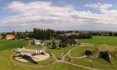 Batterie d'artillerie de Merville - Français:   La batterie de Merville est l\'une des batteries côtières du \