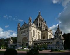 Basilique Sainte-Thérèse - Français:   Basilique Sainte-Thérèse de Lisieux, Calvados, Normandie, France.