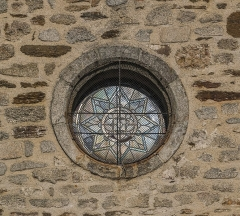 Eglise Notre-Dame de la Purification - English: Round window of the church of Our Lady of the Purification of Cassaniouze, Cantal, France
