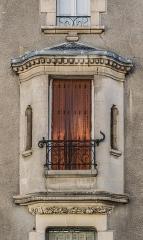 Villa Suzanne - English: Window of the Villa Suzanne in Aurillac, Cantal, France