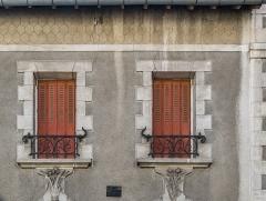 Villa Suzanne - English: Windows of the Villa Suzanne in Aurillac, Cantal, France