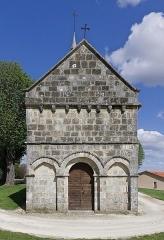 Eglise Saint-Cybard - Français:   Façade (XIIe siècle) de l\'église de Chavenat, Charente, France.