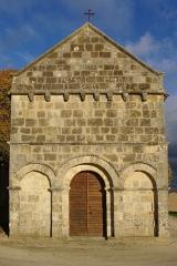 Eglise Saint-Cybard -  Façade de l'église Saint-Cybard de Chavenat, Charente, France.