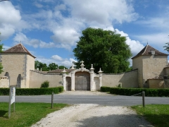 Logis du Portal - Français:   Entrée du logis du Portal, Vars, Charente, France
