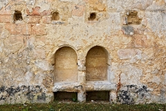 Ancienne abbaye Saint-Cybard - Français:   Niches et traces de poutres sur l\'emplacement du réfectoire de l\'abbaye de Saint-Cybard, Angoulême, Charente, France.