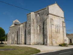 Eglise Saint-Martin - English: church of Meux, Charente-Maritime, SW France