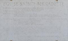 Eglise Sainte-Bernadette - Français:   Plaque de l\'Église Sainte-Bernadette de Dijon, 4 avenue des Grésilles, à Dijon (Classé, 2011)