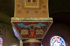 Eglise du Sacré-Coeur : l'église ; les façades et toitures du presbytère, de l'ancienne cité paroissiale, actuel centre universitaire catholique, et la clôture de ces bâtiments (cad. AV 222, 223) : inscription par arrêté du 2 août 2012 - Chapiteau de l'église du Sacré-Cœur, (Dijon, Côte d'Or, Bourgogne, France).