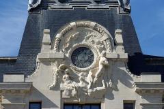 Hôtel des Postes - Français:   Sculptures monumentales, \