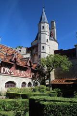 Domaine du château de La Rochepot - Deutsch: Innenhof des Schlosses Rochepot