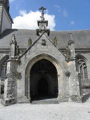 Château de Trégarantec - Église Notre-Dame de Délivrance du Quillio (22). Porche sud.