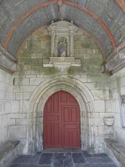 Château de Trégarantec - Église Notre-Dame de Délivrance du Quillio (22). Intérieur du porche sud. Statue de la Vierge à l'Enfant.