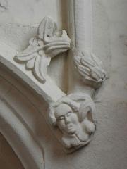 Manoir de La Rocherousse - Détail de l'enfeu d'un chevalier en de la Chapelle Notre-Dame-de-Confort en Berhet (22).