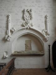 Manoir de La Rocherousse - Enfeu et tombeau d'un chevalier en la Chapelle Notre-Dame-de-Confort en Berhet (22).