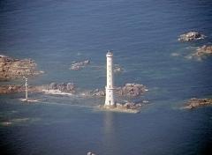 Phare des Héaux-de-Bréhat, situé en Manche, au large de Pleubian -  Photographie aérienne du phare Héaux-de-Bréhat / Héaux-de-Bréhat lighthouse (France), airborne photograph