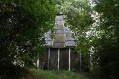 Ancienne maison d'ouvrier carrier, dite Loge Michel - Français:  Pignon de la «loge Michel» à Laniscat (France).