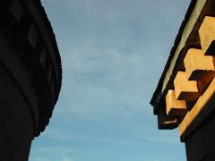 Château de Rouffiac - Français:   Château de Rouffiac 16-17e siècle remanié 19e siècle Vue aérienne des contreforts et toitures au soleil de l'été