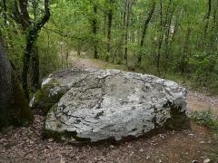 Dolmen de Cantegrel - Français:   Le dolmen de Cantegrel vu du dessus, Saint-Chamassy, Dordogne, France.