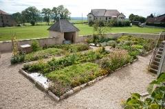 Presbytère de Remoray - Français:   Remoray-Boujeons - Presbytère, jardin (2)