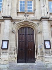 Mairie - Français:   Mairie de Breteuil, détail de la porte