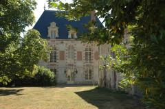 Ancienne abbaye ou château de La Croix-Saint-Leufroy - Français:   Façade Nord