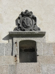 Ancien évêché (hôtel de ville) - Français:   Armes de Saint-Pol-de-Léon ornant la façade ouest de l\'Hôtel-de-Ville de Saint-Pol-de-Léon (29).