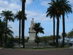 Monument commémoratif de Napoléon Ier - Français:   Statue de Napoleon Ier sur la place Saint-Nicolas à Bastia (Haute-Corse, France).