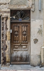 Immeuble - English: Door of the building at 17 rue des Marchands in Nîmes, Gard, France