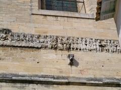 Lavoir - Frise romane de l'église Notre Dame des Pommiers à Beaucaire (30)
