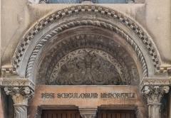 Chapelle Sainte-Eugénie - English: Tympanum of the Saint Eugenie chapel in Nîmes, Gard, France