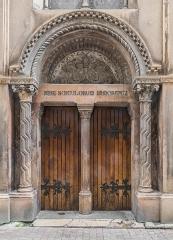 Chapelle Sainte-Eugénie - English: Portal of the Saint Eugenie chapel in Nîmes, Gard, France