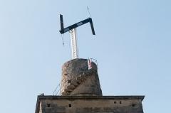 Tour médiévale, anciennement appelée tour romaine -   The Chappe  telegraph working.